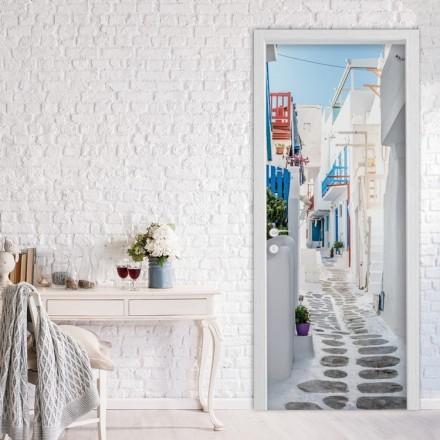 Όμορφo στένακι με λευκά σπίτια στη Μύκονο