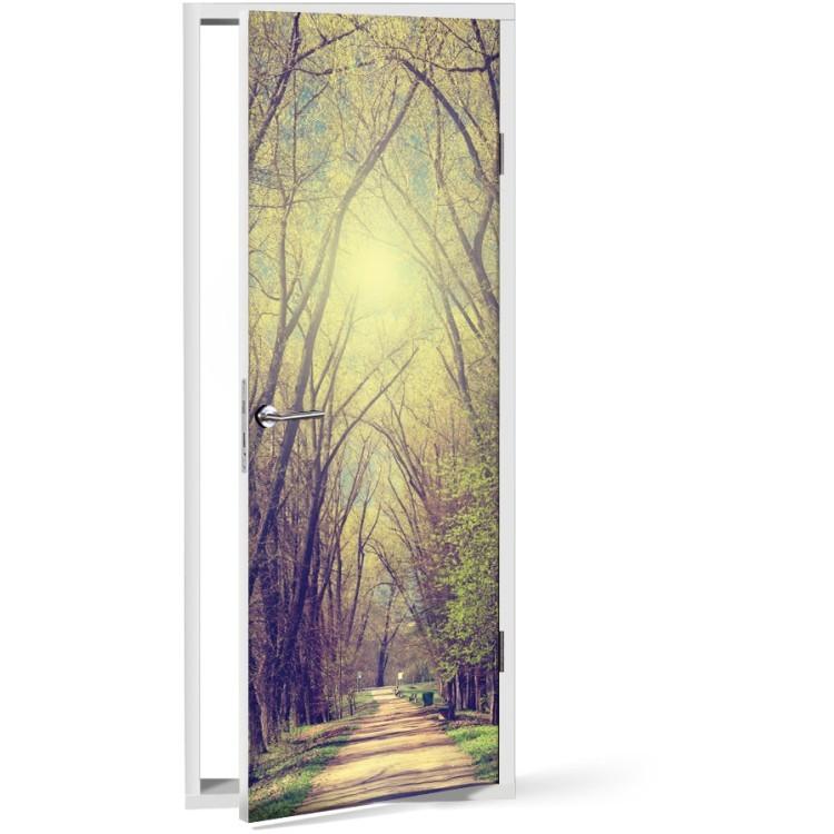 Αυτοκόλλητο Πόρτας Μονοπάτι μέσα στα δέντρα