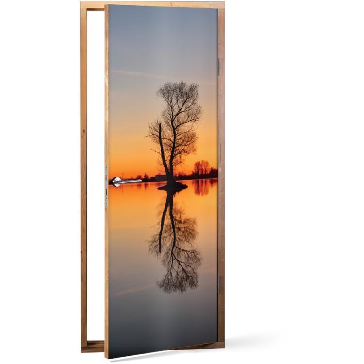 Αυτοκόλλητο Πόρτας Αντανάκλαση στη λίμνη