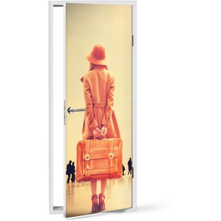 Αυτοκόλλητο Πόρτας Κορίτσι με βαλίτσα