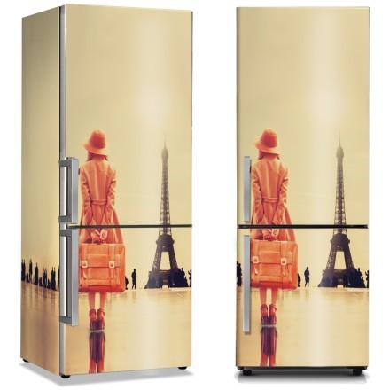 Γυναίκα ταξιδεύει στο Παρίσι