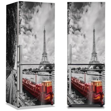 Κόκκινη βάρκα στο Παρίσι