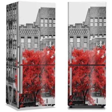 Κόκκινο δέντρο σε χωριό της Νέας Υόρκης