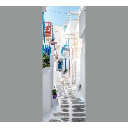 Όμορφo στενάκι με λευκά σπίτια στη Μύκονο