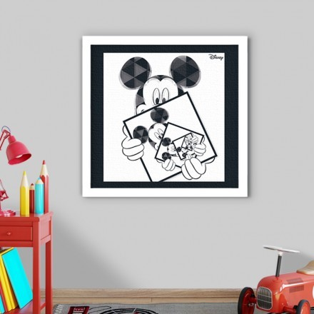 Mickey Mouse in a illusion!!