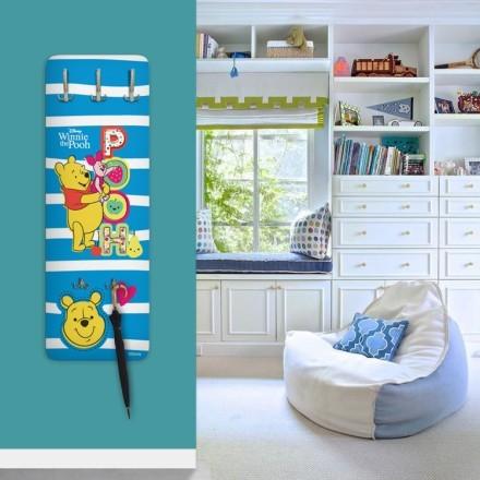 Ο Winnie the Pooh σε μπλε και άσπρες ρίγες