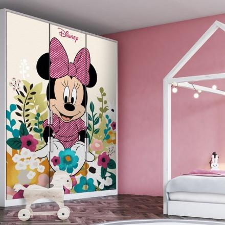 Η Minnie ανάμεσα σε λουλούδια!