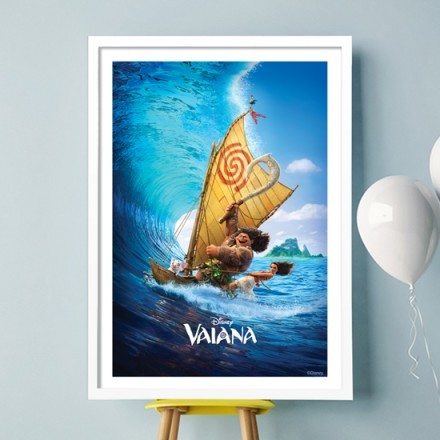 Maui and Moana is surfing!