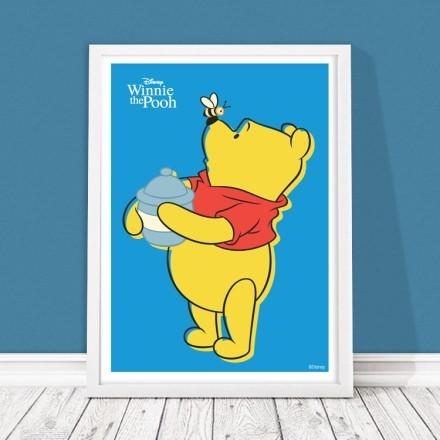 Ο Winnie με μια μελισσούλα!