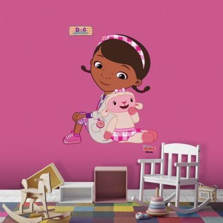 Μικρή Γιατρός κάθεται με την Αρνίτσα, Doc McStuffins