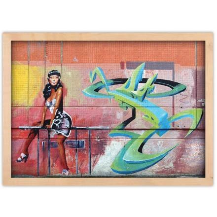 Graffiti με μελαχρινή γυναίκα