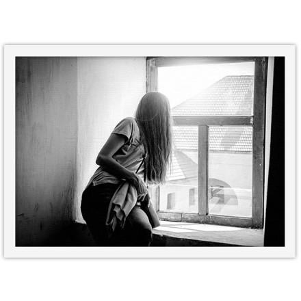 Κοπέλα στο παράθυρο