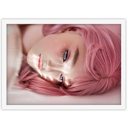 Κορίτσι με ροζ μαλλιά