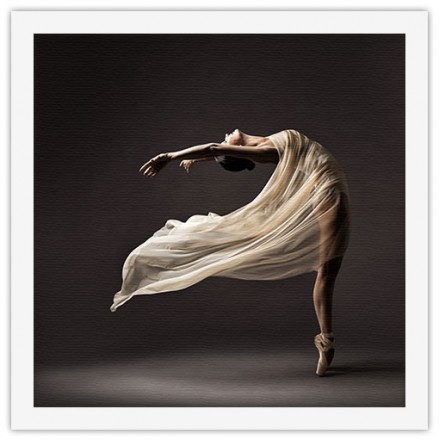Χορευτική κίνηση κοπέλας