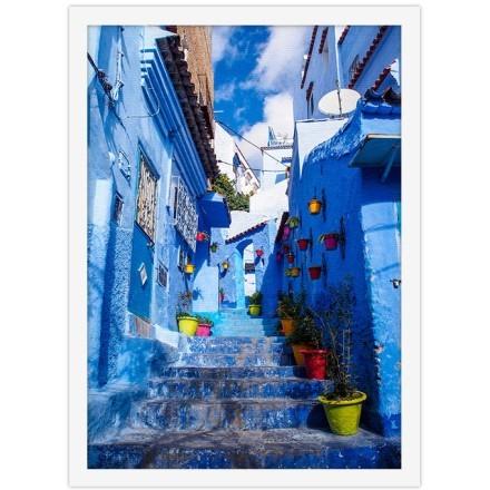 Μπλε χρώματα στα σκαλιά και στα κτήρια