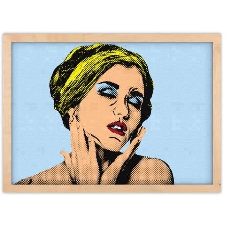 Ερωτική γυναίκα pop art με τα μάτια κλειστά