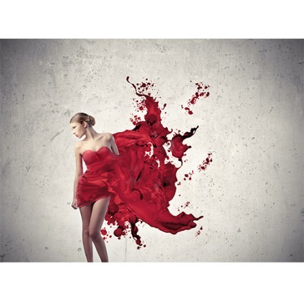 Γυναίκα με κόκκινο φόρεμα