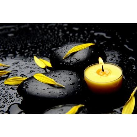 Κίτρινο κερί με πέταλα λουλουδιών