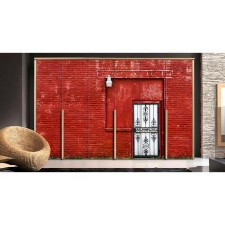 Κόκκινος τοίχος με πόρτα