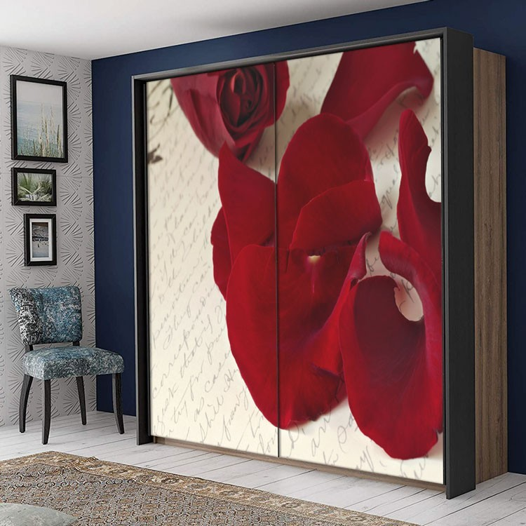 Αυτοκόλλητο Ντουλάπας Πέταλα από σκούρο κόκκινο τριαντάφυλλο