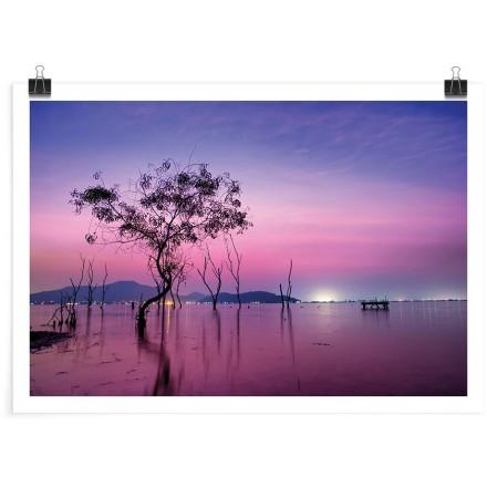 Δέντρο στον μοβ μαγικό ουρανό