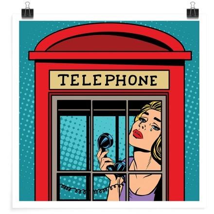 Γυναίκα μέσα σε τηλεφωνικό θάλαμο