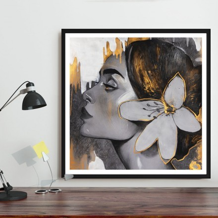 Κοπέλα με λουλούδι στα μαλλιά