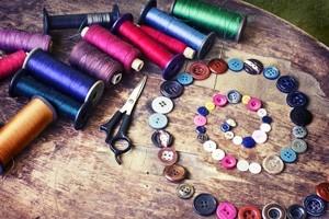Πολύχρωμες Κλωστές και Κουμπιά, Διάφορα, Image Gallery