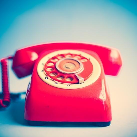 Ρετρό κόκκινο τηλέφωνο