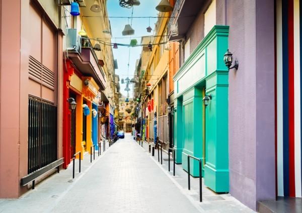Δρόμος με καταστήματα στην Αθήνα