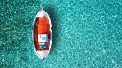Αεροφωτογραφία παραδοσιακής βάρκας στην θάλασσα της Μυκόνου, Ελλάδα, Image Gallery