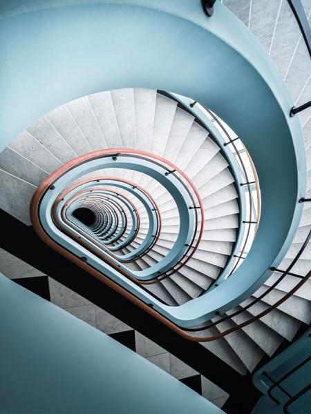 Γαλανόλευκες σκάλες
