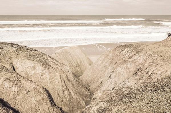 Ρετρό βράχοι στη παραλία
