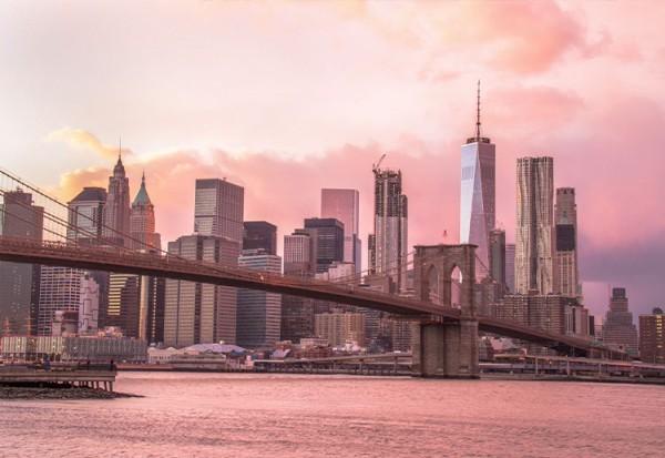 Γέφυρα του Μπρούκλιν σε ροζ ουρανό