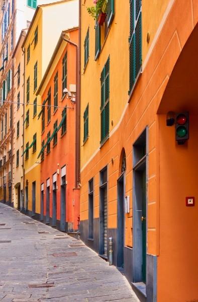 Πορτοκαλί κτήρια στη Γένοβα, Ιταλία