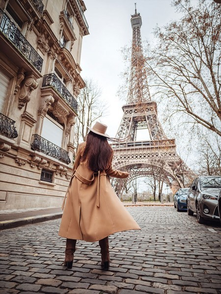 Κοπέλα στο Παρίσι