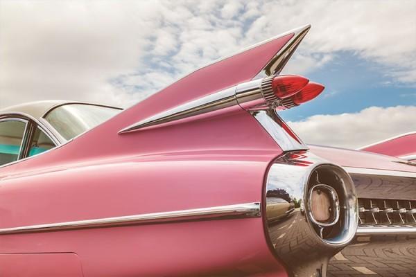 Ρετρό ροζ αυτοκίνητο