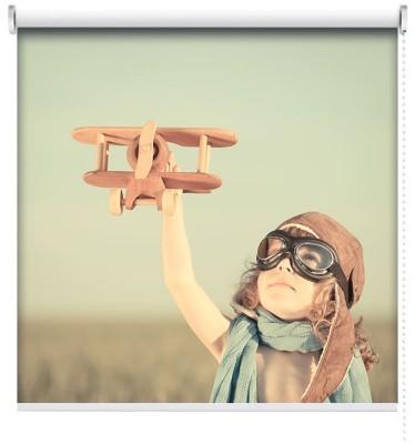 Παιδί παίζει με αεροπλάνακι, Vintage, Ρολοκουρτίνες