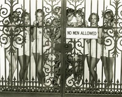 Μόνο για γυναίκες, Άνθρωποι, Image Gallery
