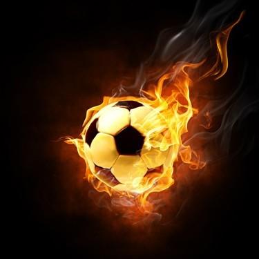 Μπάλα ποδοσφαίρου παίρνει φωτιά