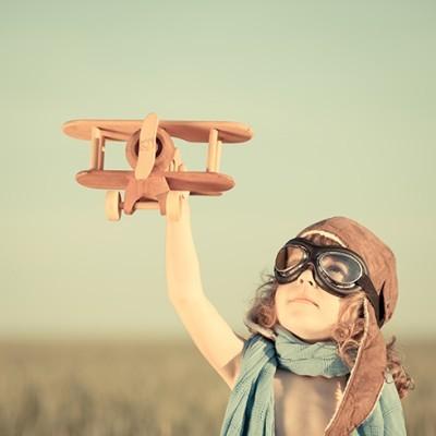 Παιδί παίζει με αεροπλάνακι, Vintage, Ταπετσαρίες Τοίχου